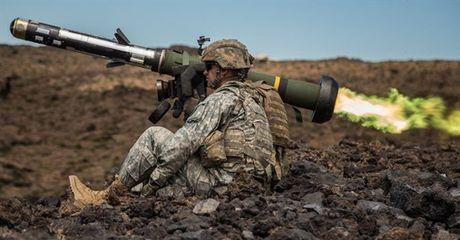 My can nhac cung cap ten lua giup Ukraine chong lai xe tang Nga - Anh 1