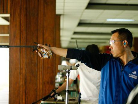Hoang Xuan Vinh: 43 tuoi van sung suc, 'chay' het minh cho SEA Games - Anh 1