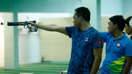 Hoang Xuan Vinh: 43 tuoi van sung suc, 'chay' het minh cho SEA Games - Anh 2