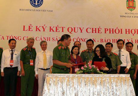 BHXH Viet Nam va Tong cuc Canh sat: Tang cuong phoi hop hoat dong - Anh 1