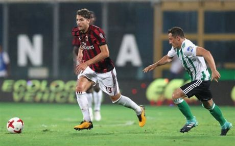 Milan 1-2 Real Betis: Doi truong Bonucci khong phai la loi giai? - Anh 3