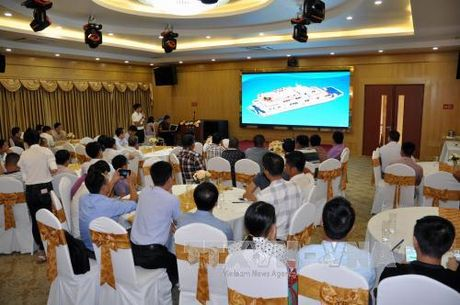 Cong bo 3 mau thiet ke tau du lich hoat dong tren Vinh Ha Long - Anh 1