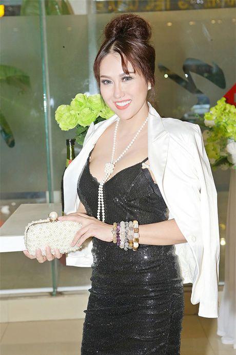"Cong khai tien ""dap mat di xay lai"", Phi Thanh Van va Que Van da tinh toan ti mi? - Anh 4"