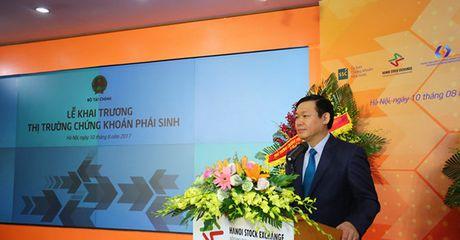 Pho Thu tuong Vuong Dinh Hue: 'Thay vi tin vao tin don, nha dau tu hay tin vao chung toi' - Anh 1