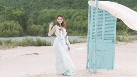 Ngoc Trinh 'xinh nhu tien nu' trong hau truong phim 'Giai ma NT56' - Anh 1
