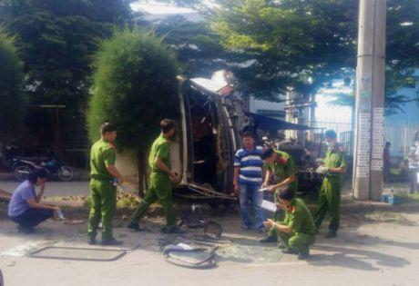 Clip tai nan kinh hoang tai KCN Tan Binh: hai nguoi thuong vong, container bien dang - Anh 3