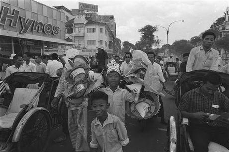 Sai Gon nam 1960 trong ong kinh nguoi Phap - Anh 10