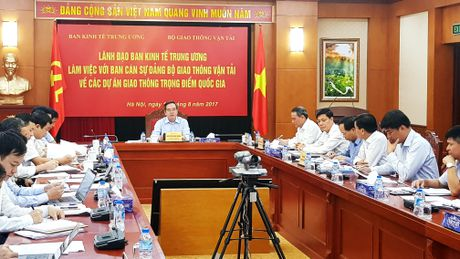 Ban Kinh te Trung uong hop ban cac du an giao thong quan trong - Anh 1