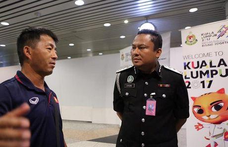 Hon 20 phong vien Malaysia san don U22 Viet Nam - Anh 3