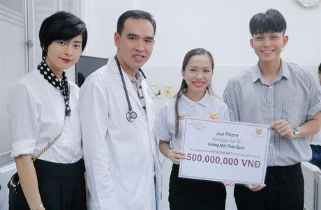 Jun Pham trich 500 trieu dong tu giai thuong giup tre em bi tim bam sinh - Anh 2