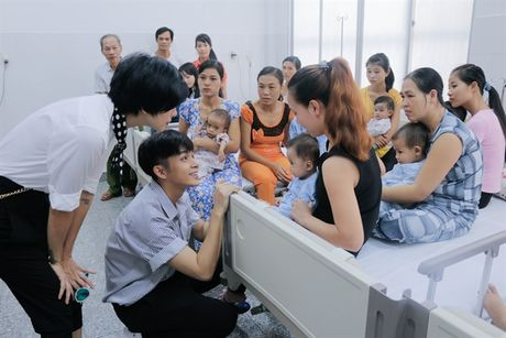 Jun Pham trich 500 trieu dong tu giai thuong giup tre em bi tim bam sinh - Anh 3