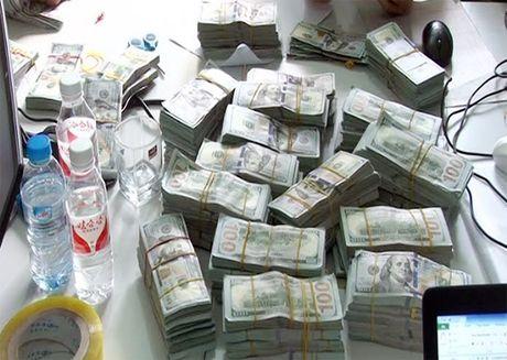 Nam thanh nien dep trai van chuyen lau gan 1 trieu USD qua bien gioi - Anh 1