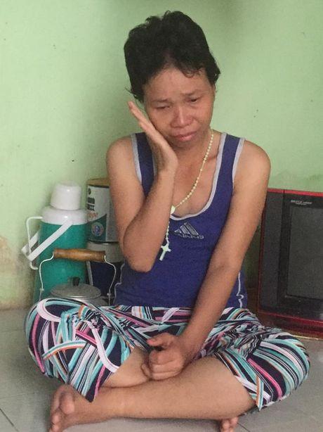 Nu cong nhan mac ung thu roi nuoc mat khi nhac den con trai tho dai - Anh 1