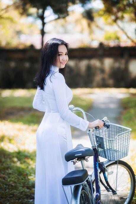 'Hot girl tho dan' khien may rau ban than khi dien ao dai trang - Anh 8