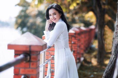 'Hot girl tho dan' khien may rau ban than khi dien ao dai trang - Anh 9
