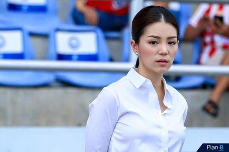 Hop HLV bong da SEA Games 29, truong doan Thai Lan gay sot vi nhan sac qua xinh dep - Anh 5