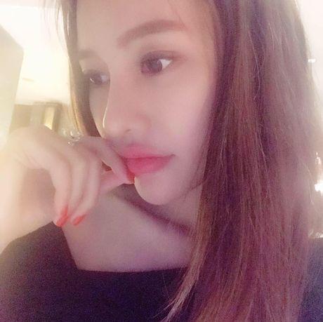 Linh Chi thich thu khi duoc khen nhan sac sanh ngang Pham Bang Bang - Anh 1