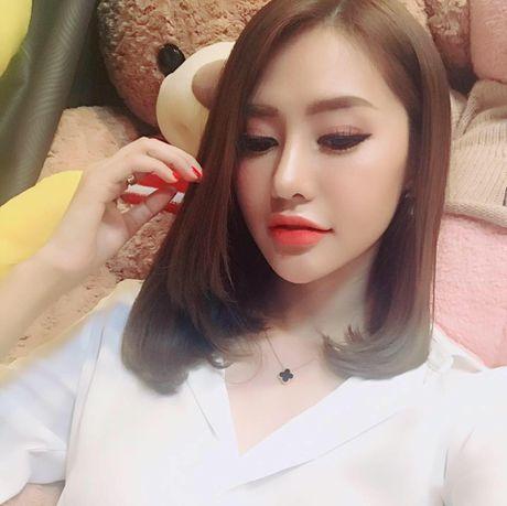 Linh Chi thich thu khi duoc khen nhan sac sanh ngang Pham Bang Bang - Anh 2
