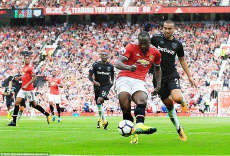 Toan canh man 'tra tan' khong thuong tiec cua MU truoc West Ham - Anh 4