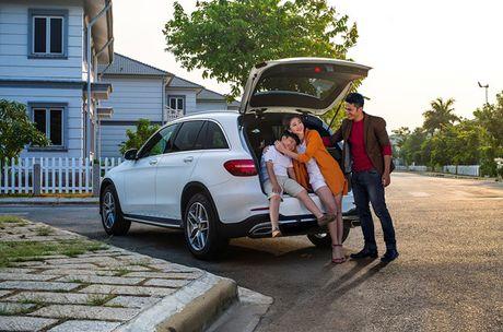 Cu 4 tieng co mot nguoi Viet mua xe Mercedes GLC - Anh 2