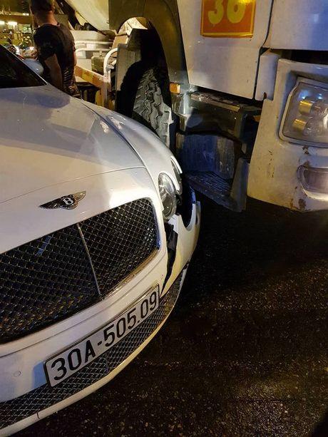 Ha Noi: Sieu xe Bentley chuc ty bi xe bon tong vo dau - Anh 2