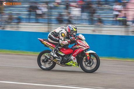 'Soi' xe may Honda Winner Viet Nam do dua sieu khung - Anh 10