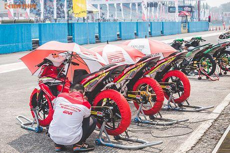 'Soi' xe may Honda Winner Viet Nam do dua sieu khung - Anh 5