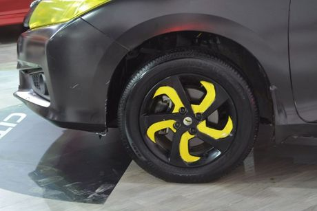 Sedan Honda City phien ban 'xe doi' day chat choi - Anh 4