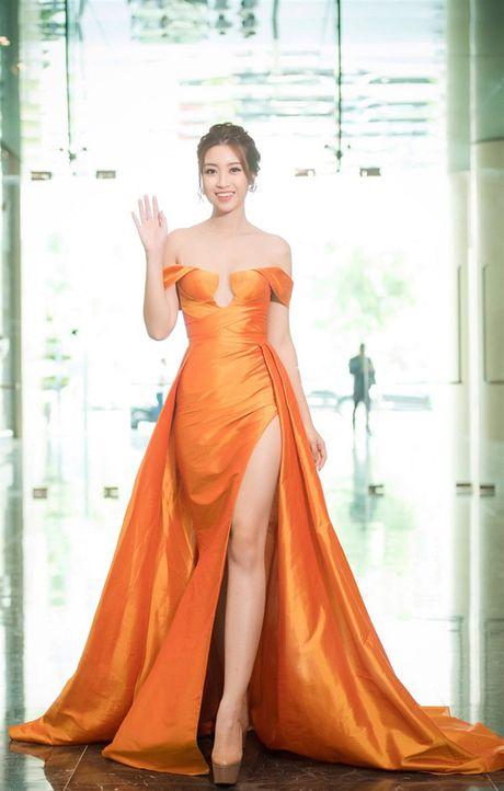 Thi Miss World: Dan chi 1m8 van trang tay, My Linh be nho lieu co lam nen chuyen? - Anh 11