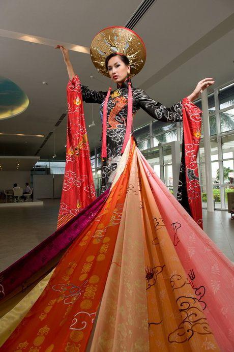 Thi Miss World: Dan chi 1m8 van trang tay, My Linh be nho lieu co lam nen chuyen? - Anh 9