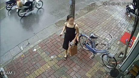 'Hot girl' gia lam nhan vien ban quan ao, lua shipper ung truoc ca trieu dong cho don hang ao - Anh 4