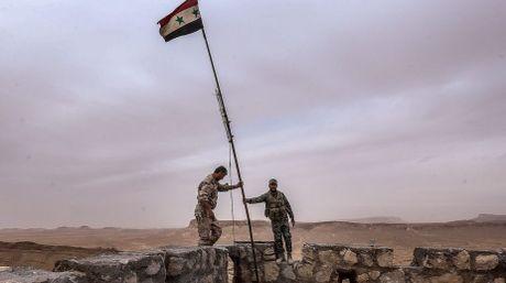 Quan doi Syria de bep FSA chiem 2 don bien phong, Anh rut dac nhiem - Anh 1