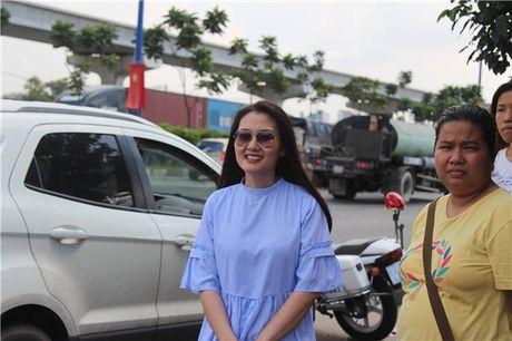 Thuc hu chuyen dien vien Ngoc Lan tuc gian to tieng voi canh sat giao thong - Anh 5