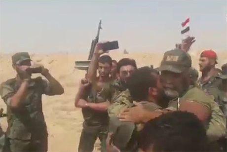 Luc luong chinh phu Syria tuyen bo giai phong thanh pho Dier ez Zor - Anh 1