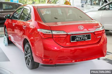 Can canh Toyota Corolla Altis 2.0V 2017 gia hon 700 trieu tai Malaysia - Anh 3
