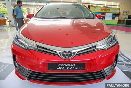 Can canh Toyota Corolla Altis 2.0V 2017 gia hon 700 trieu tai Malaysia - Anh 5