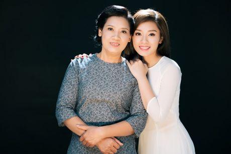 Quan quan Sao Mai Thu Hang moi me dong MV 'Thuong oi long me' - Anh 1
