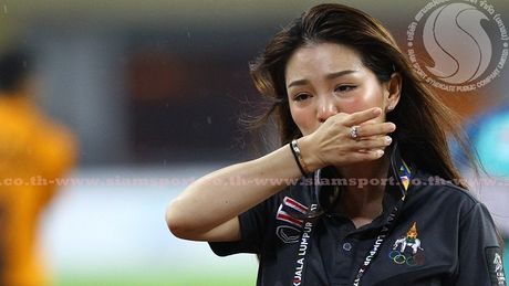 Gianh HCV SEA Games 29, nu truong doan U22 Thai Lan van khong duoc tin tuong - Anh 1