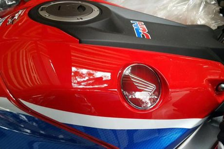 Xe moto Honda CBR1000RR SP2 gia gan 1 ty dong tai VN - Anh 3