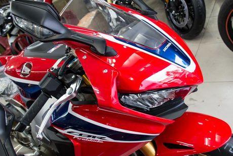 Xe moto Honda CBR1000RR SP2 gia gan 1 ty dong tai VN - Anh 4