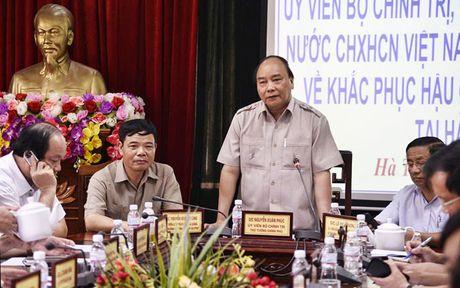 Thu tuong Nguyen Xuan Phuc thi sat khu vuc bi bao so 10 tan pha - Anh 2
