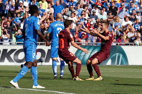 Tan binh Paulinho toa sang, Barcelona nhoc nhan vuot qua Getafe - Anh 3