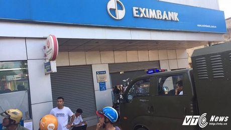 Nam thanh nien pha tru ATM ngan hang Eximbank trong dem khai gi? - Anh 1