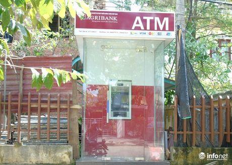 Quang Binh: Sau bao so 10, nhieu ATM cua Ngan hang Agribank cung ngung hoat dong - Anh 1