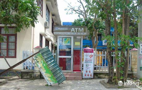 Quang Binh: Sau bao so 10, nhieu ATM cua Ngan hang Agribank cung ngung hoat dong - Anh 2