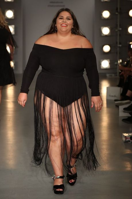 Lan dau tien tai London Fashion Week, nguoi mau 'co lon' danh bat moi dinh kien ve ngoai hinh - Anh 12