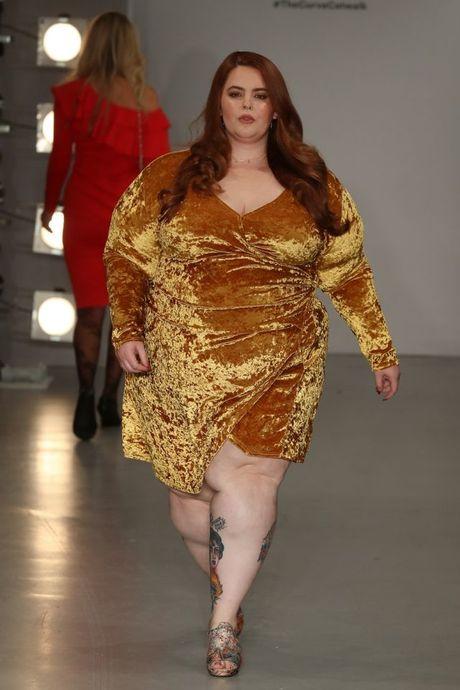 Lan dau tien tai London Fashion Week, nguoi mau 'co lon' danh bat moi dinh kien ve ngoai hinh - Anh 15