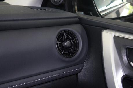 Giam gia 40 trieu dong, Toyota Corolla Altis 2.0V 2017 co gi? - Anh 12