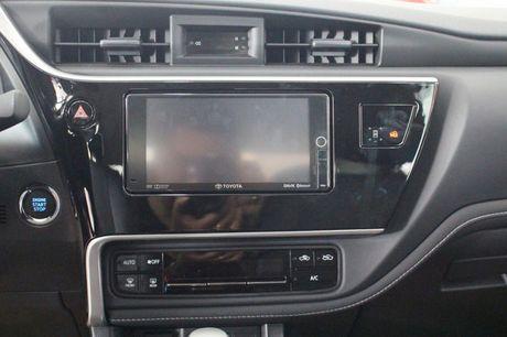 Giam gia 40 trieu dong, Toyota Corolla Altis 2.0V 2017 co gi? - Anh 2