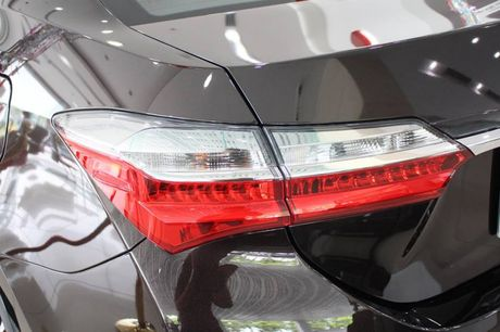 Giam gia 40 trieu dong, Toyota Corolla Altis 2.0V 2017 co gi? - Anh 8